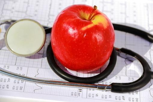 医師監修】妊娠中にりんご病(伝染性紅斑)にかかったらどうなる