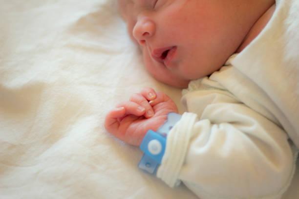 ない 寝 新生児 昼間