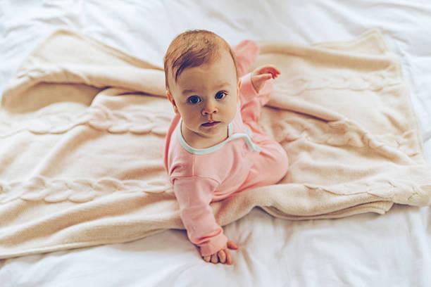9306b97da411d まずは、赤ちゃんにパジャマを着せる適切な時期や、赤ちゃん向けのパジャマの種類についてお話しします。