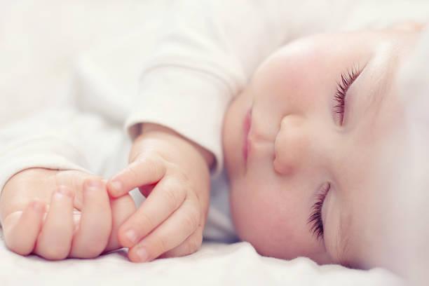 bfd2b51848d8e 小さくて薄い新生児の爪を切るとき、けがをさせないようにと大変ですよね。そんな赤ちゃんの爪切りはいつからすればよいのか、安心して使える道具やコツをみていきま  ...