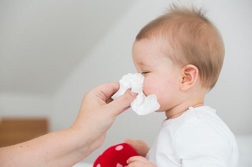 赤ちゃん 鼻 づまり 夜泣き 夜だけ鼻づまりをしちゃう赤ちゃんの2つの原因と4つの対処法