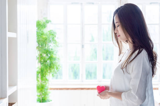 下 生理 チクチク 痛 前 腹部 生理前のつらい症状(乳房の痛み・発熱・関節痛・おなかの張り・寒気など)原因や対処法、PMSの治療