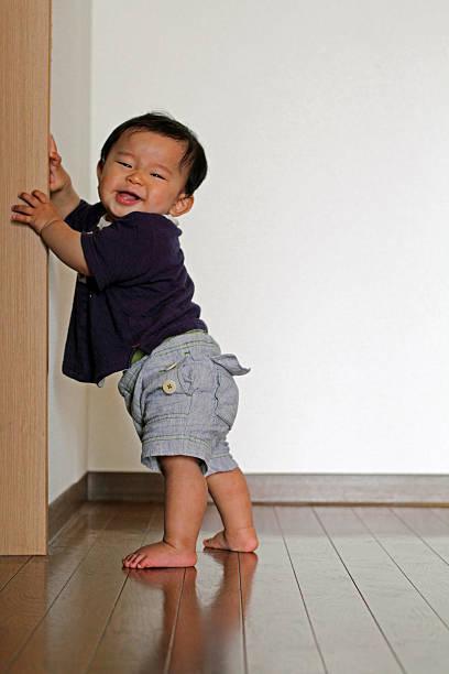 医師監修 つたい歩きはいつから 早すぎるとo脚になるって本当 マイナビ子育て