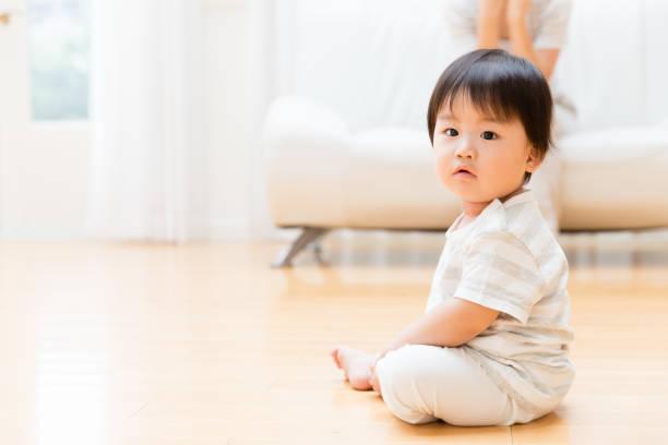 医師監修 つたい歩きはいつから 早すぎるとo脚 になるって本当 マイナビウーマン子育て つたい歩きをなかなか始めなかったり 逆に dメニューニュース Nttドコモ