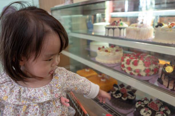 市販のケーキを食べられるようになる2歳の子